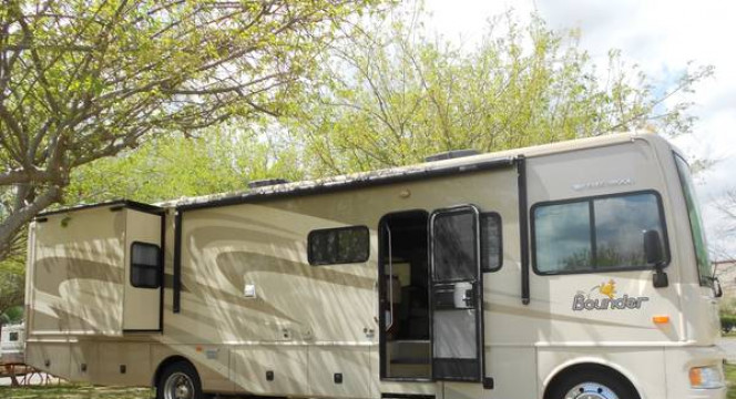$250 - 2008 BOUNDER 36.5' by Fleetwood