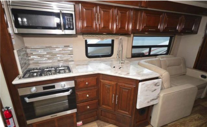 LUXURY 2018 Georgetown XL 38ft