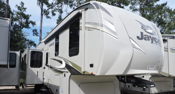 Beautiful roomy,comfortable 5th wheel with all the comforts of home!